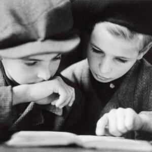 Robert Capa. Alfred und Henry (li) Taucher, Berlin, 9. September 1945 © International Center of Photography/Magnum Photos